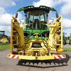 Self-propelled forage harvester John Deere 8400 - 1