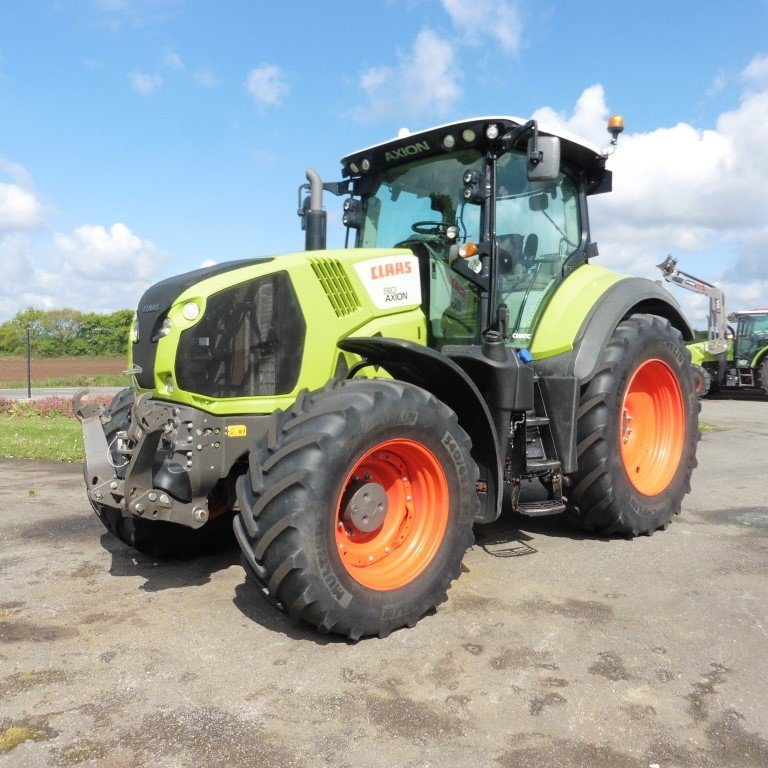 Farm tractors Claas Axion 810 cmatic - 1