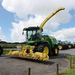 Self-propelled forage harvester John Deere 8400 - 3