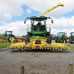Self-propelled forage harvester John Deere 8400 - 2